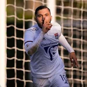 Jovem promessa do Lyon, Rayan Cherki, renova contrato ...