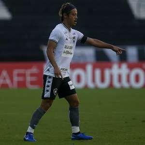 Keisuke Honda 'acorda' e é ponto alto na eliminação do Botafogo