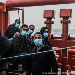 Após 10 dias, Itália autoriza desembarque de 180 migrantes