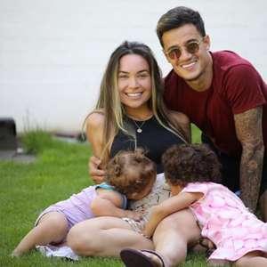 Philippe Coutinho anuncia terceira gravidez da esposa