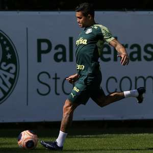 Ainda sem concluir saída, Dudu treina no Palmeiras pela ...