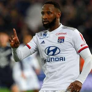 Arsenal monitora situação de Dembélé, atacante do Lyon