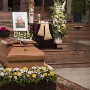 Ficaremos juntos de novo, diz Bento XVI sobre irmão morto