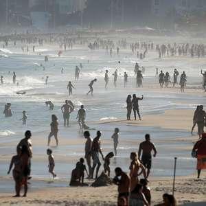 RJ: Guarda Civil faz blitz em praias e enfrenta resistência