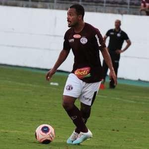 Meia Claudinho chega a BH para fazer acerto com o Cruzeiro