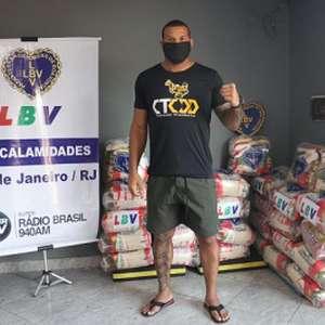 Em último dia no Brasil, Marreta distribui alimentos ...