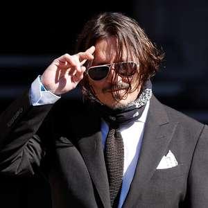 """Depp diz em tribunal que fezes de ex-mulher ou amiga na cama marcaram """"fim apropriado"""" do casamento"""