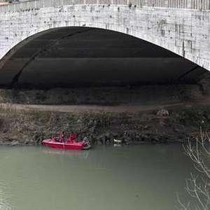 Helicóptero cai no rio Tibre, em Roma, e deixa desaparecidos