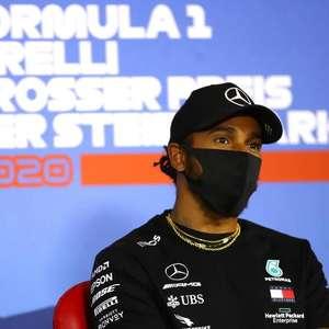 Na chuva, Hamilton atropela rivais e garante pole