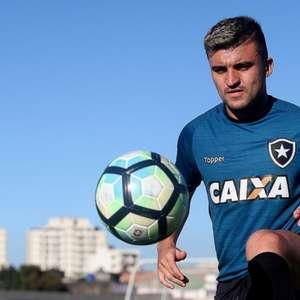 Dirigente garante Victor Luis no Botafogo: 'Falta muito ...