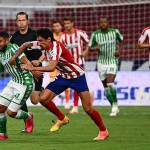 Com um a menos, Atlético de Madrid vence o Betis e ...