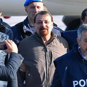 Cesare Battisti reclama de comida servida na cadeia