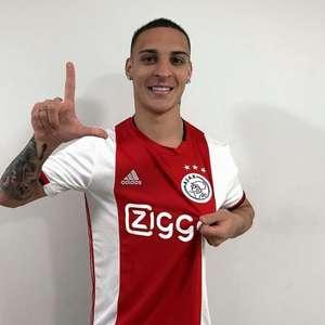 Antony veste camisa do Ajax, faz post em holandês e ganha 5 mil seguidores