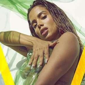 Anitta posa sem roupa e é capa de revista norte-americana