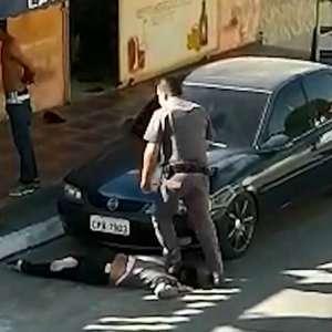 PMs são afastados após policial pisar em pescoço de ...