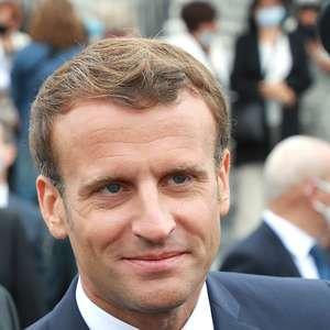 França obrigará uso de máscaras em locais públicos fechados