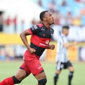 Marlon Freitas confirma sondagem do Botafogo, mas ...