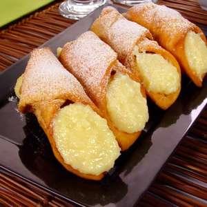 9 Pratos com recheio de coco para quem ama doce