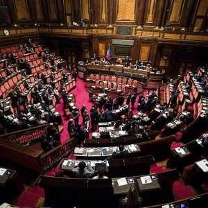 Itália marca referendo sobre redução do Parlamento para ...