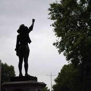 Prefeitura de Bristol remove estátua de ativista negra