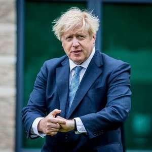 Reino Unido adia próxima fase de suspensão da quarentena