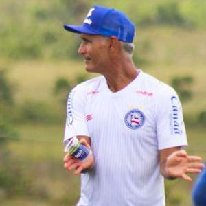 Com proposta de time do Oriente Médio, Carlos Amadeu se despede do Bahia