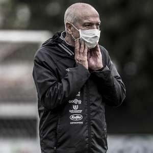 Jesualdo volta à berlinda no Santos em cinco meses