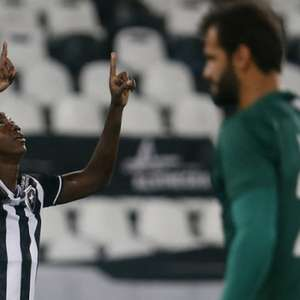 Matheus Babi dedica à mãe seu primeiro gol pelo Botafogo