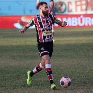 Salgueiro e Santa Cruz empatam no primeiro confronto da decisão do Pernambucano