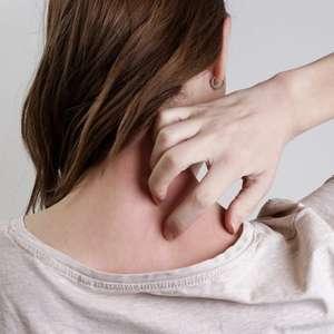 Aprenda como acabar com as espinhas das costas com técnicas simples