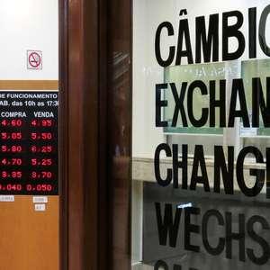 Ajuste externo dita alta do dólar em 1ª sessão de agosto