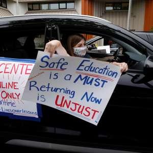 Professores fazem carreatas nos EUA contra reabertura de ...