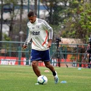 Após deixar o São Paulo, Fabinho viaja para fechar com Athletico-PR