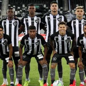 Jogo vertical e espaços na defesa: o saldo do Botafogo contra o Flu