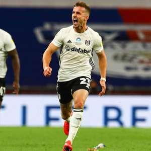Lateral-esquerdo marca duas vezes na prorrogação, Fulham ...