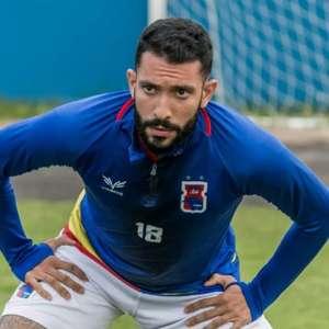 Sem gols, atacante rescinde contrato com o Paraná