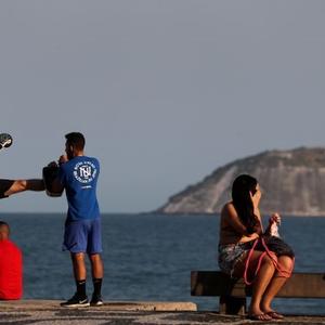 Brasil está relaxando medidas de isolamento além do razoável, alerta cientista