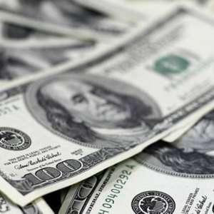 Dólar abre instável, com mercado de olho na Selic