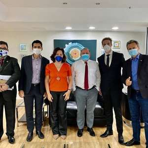 Pazuello recebe defensores de uso retal de ozônio para covid