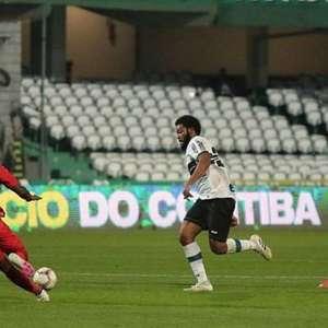 Com virada no fim, Athletico supera Coritiba e fatura o ...