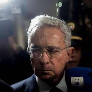 Uribe testa positivo para Covid um dia após ordem de prisão