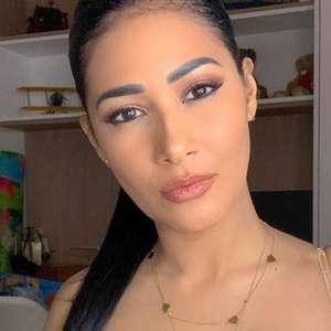 Dupla de Simone, Simaria exibe corpo em foto de lingerie ...