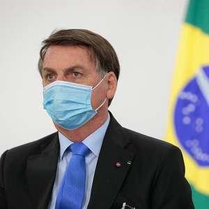"""Bolsonaro critica vacina """"de governador com outro país"""""""