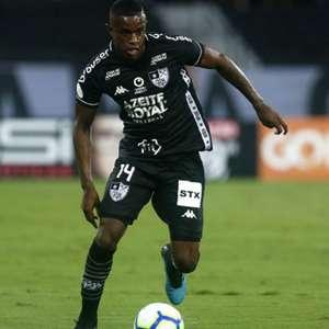 Marcelo, do Botafogo, começa a estudar inglês por influência de Honda: 'Ele me elogiou'