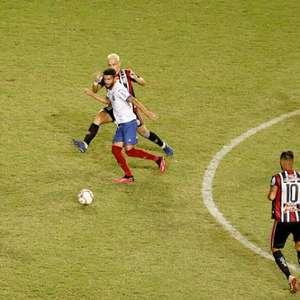 Com um a mais, Bahia para na defesa do Atlético-BA na ida da decisão do estadual