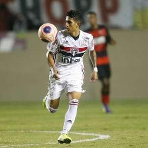 Barcelona oficializa a contratação de Gustavo Maia, ex- ...