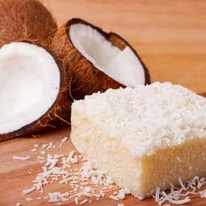 Bolo de coco gelado: 9 receitas molhadinhas e com muita ...
