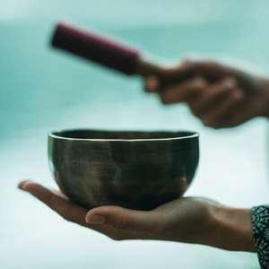 Tigelas tibetanas e o poder de cura do som