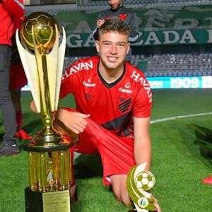 Bissoli comemora primeiro título pelo Athletico e ...
