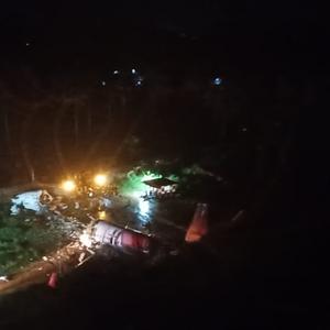 Avião se parte ao pousar na Índia; 20 mortes confirmadas
